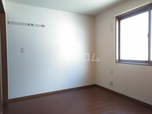 コゥジィーコート B 102号室の居室