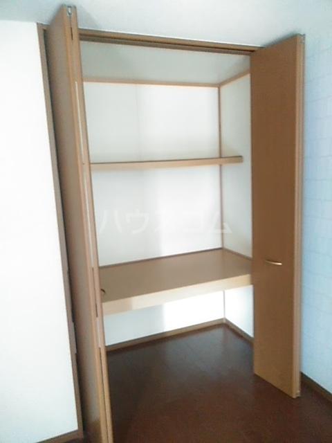 コゥジィーコート B 102号室の収納
