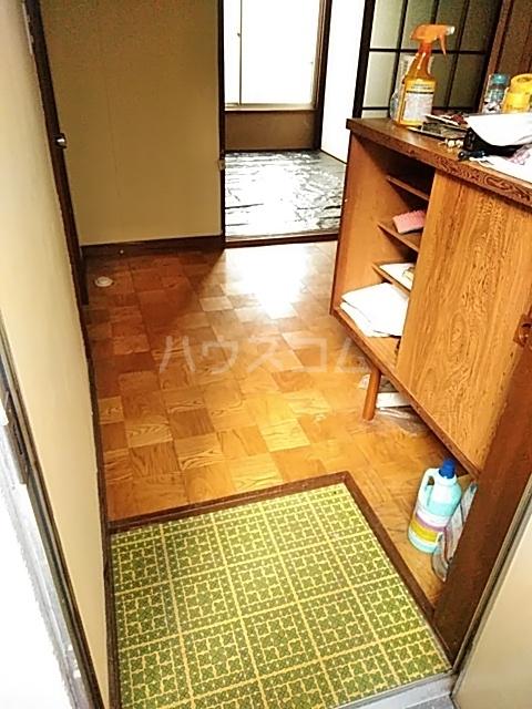 関根荘 103号室の玄関