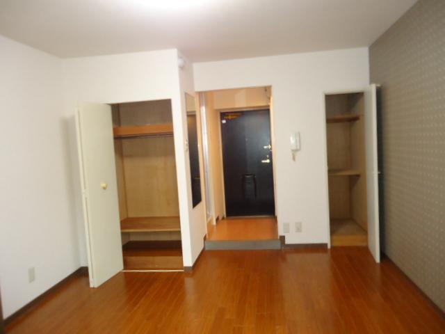 ルイシャトレ元八事 303号室の居室