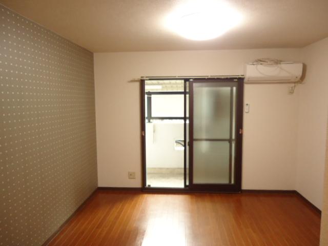 ルイシャトレ元八事 303号室のリビング