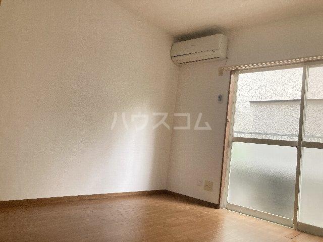 ウィングコート 00102号室の居室