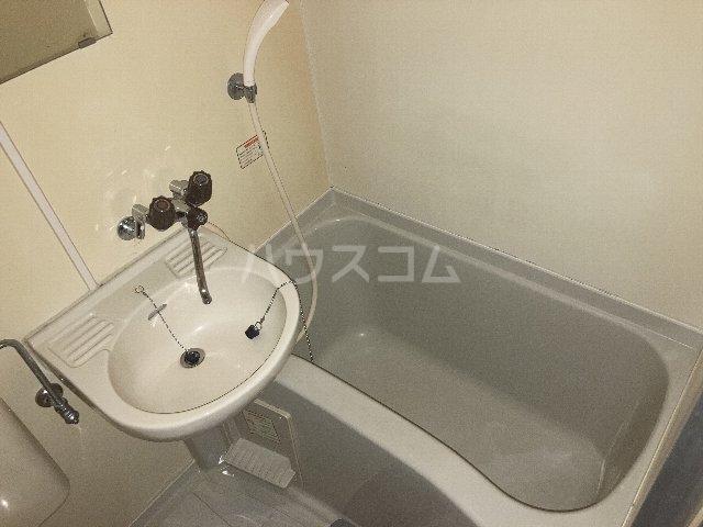 ウィングコート 00102号室の風呂