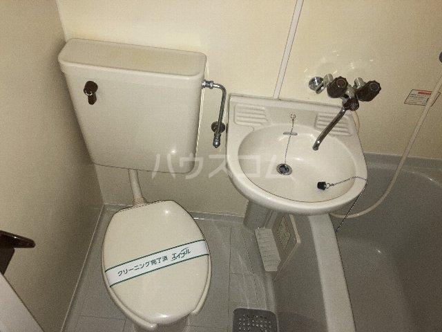 ウィングコート 00102号室のトイレ