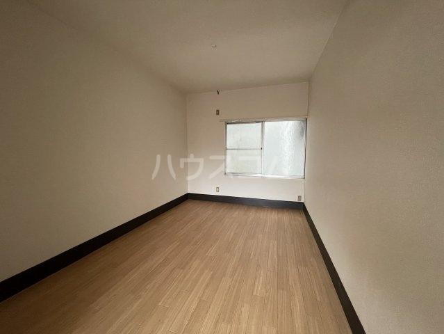 松山荘 17号室のリビング