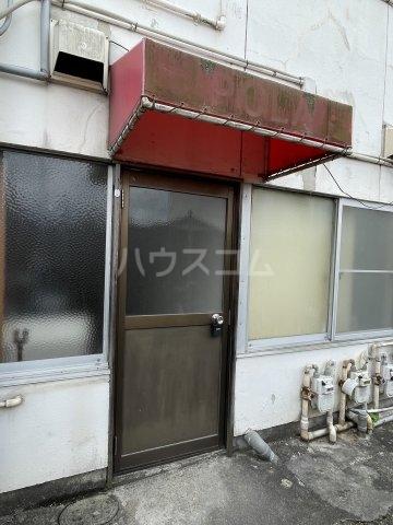 松山荘 17号室の玄関