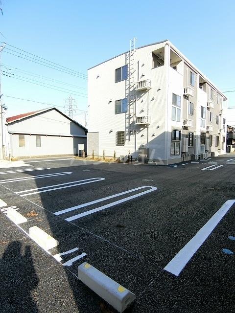 レガーメ Ⅱ 01010号室の駐車場