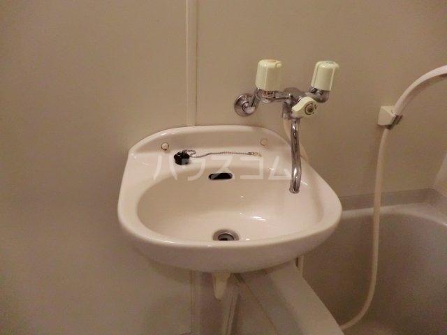 ユグドラシル 202号室の洗面所