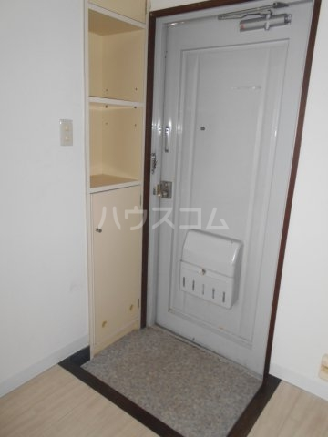 PES六本松西 203号室の玄関