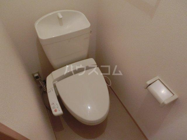 メゾン フォンテーヌ  106号室のトイレ