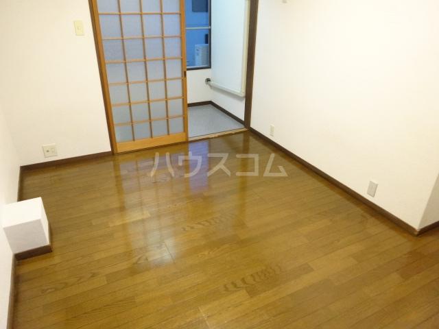 ネットワークジャパン2 201号室のリビング