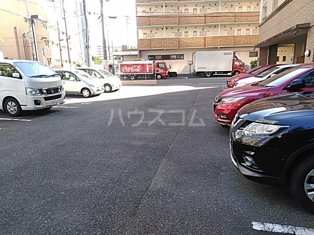 グランパ藤永田 402号室の駐車場