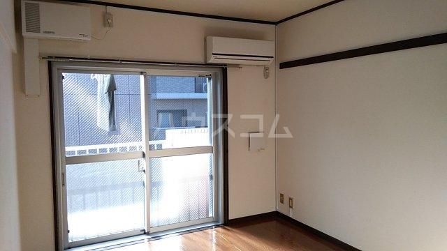 グリーンハウス湘南 302号室のリビング
