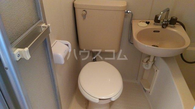 グリーンハウス湘南 302号室のトイレ