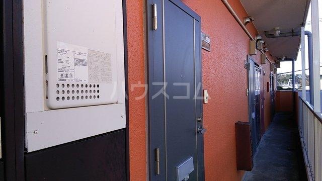グリーンハウス湘南 302号室のエントランス