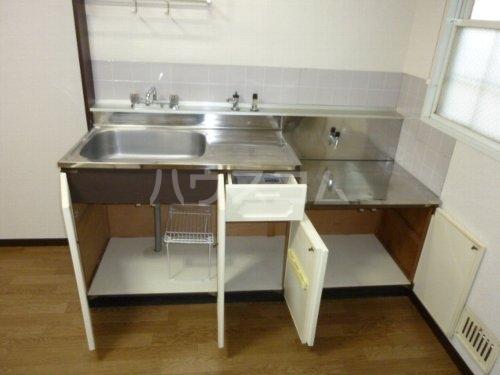 ホワイトハイツ 102号室のキッチン