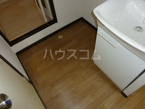 ホワイトハイツ 102号室の洗面所