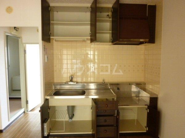グリーンヒルズ中野木 403号室のキッチン