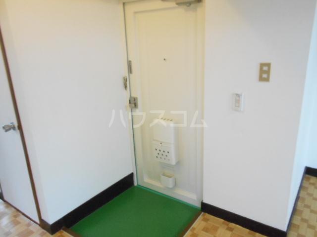 鈴木ビルデンス 104号室の玄関