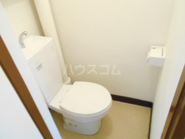 鈴木ビルデンス 104号室のトイレ