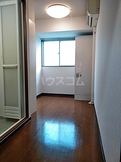 ダイヤモンドビル高田馬場 206号室のリビング