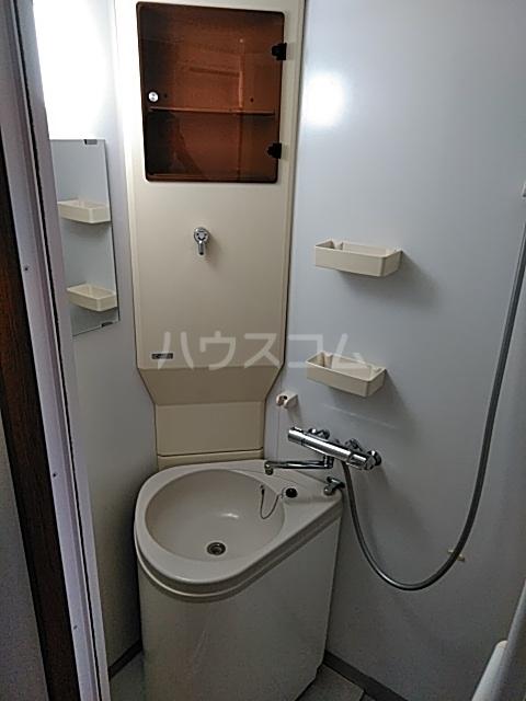 ダイヤモンドビル高田馬場 206号室の洗面所