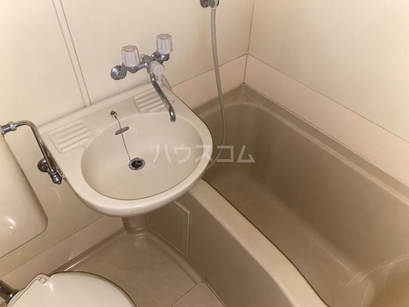 ラ・レジダンス・ド・タクマ 505号室の風呂