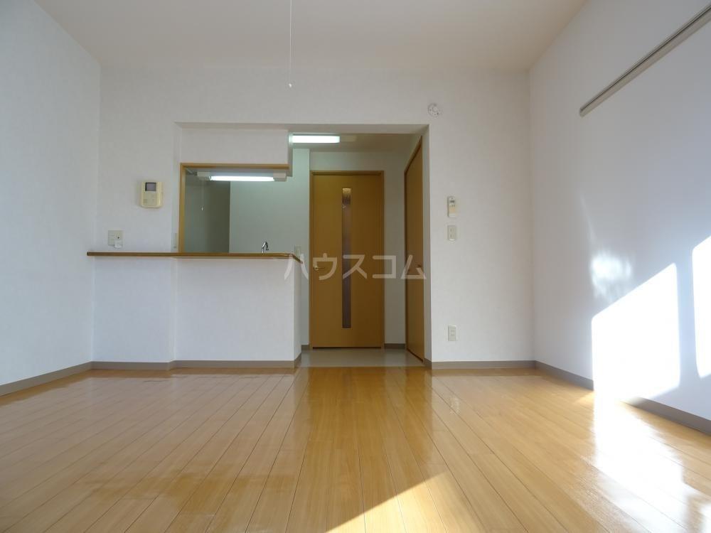 ウインディレイ 105号室のリビング