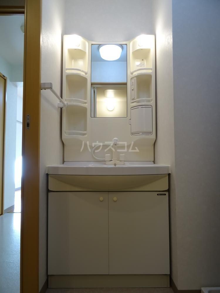 ウインディレイ 105号室の洗面所