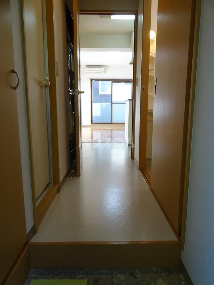 ウインディレイ 105号室の玄関