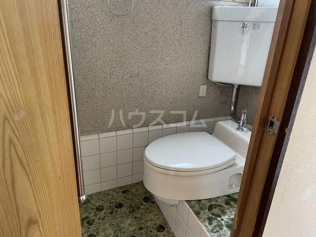 福寿荘 1-D号室のトイレ