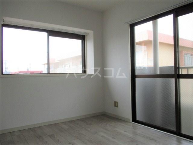 レスポワール曳馬Ⅱ 303号室の居室
