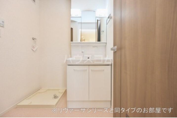 フォレストガーデン 上柴 01020号室の洗面所