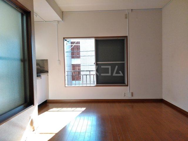 浅見荘 12号室の居室