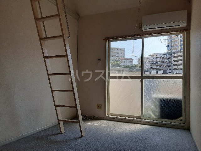 Azur新守山 206号室のリビング