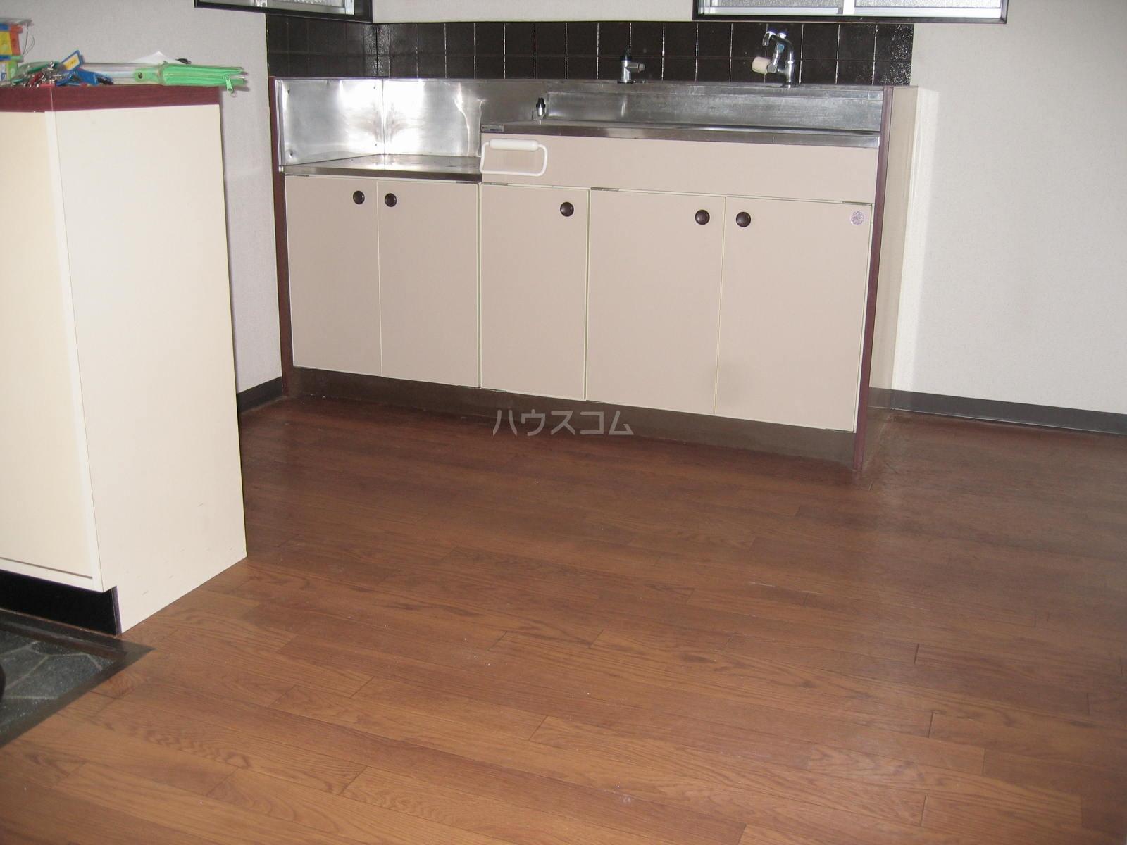 ツインハイツ A-201号室のキッチン