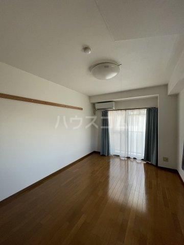 ラファール苗田 303号室のベッドルーム