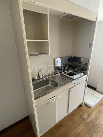 ラファール苗田 303号室のキッチン