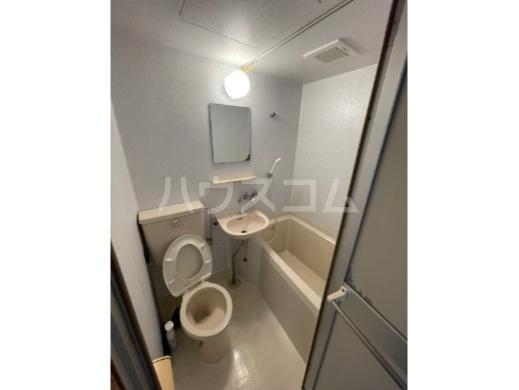 JNハイツ 201号室の玄関