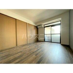 山名屋ビル 503号室の玄関
