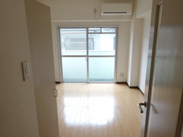 第22長栄エバグリーン桂川 401号室のリビング