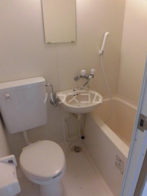 メゾン・バン・ベール 105号室の風呂