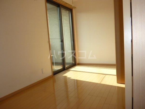 コーラルリーフ 302号室のリビング