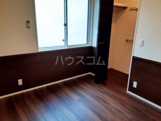 メゾンレジデンス 205号室の居室
