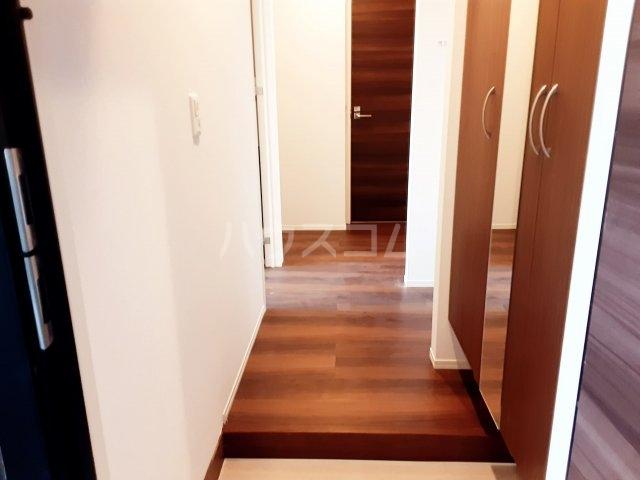 メゾンレジデンス 205号室の玄関