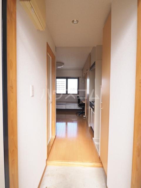 メゾンG.PRO 303号室の玄関