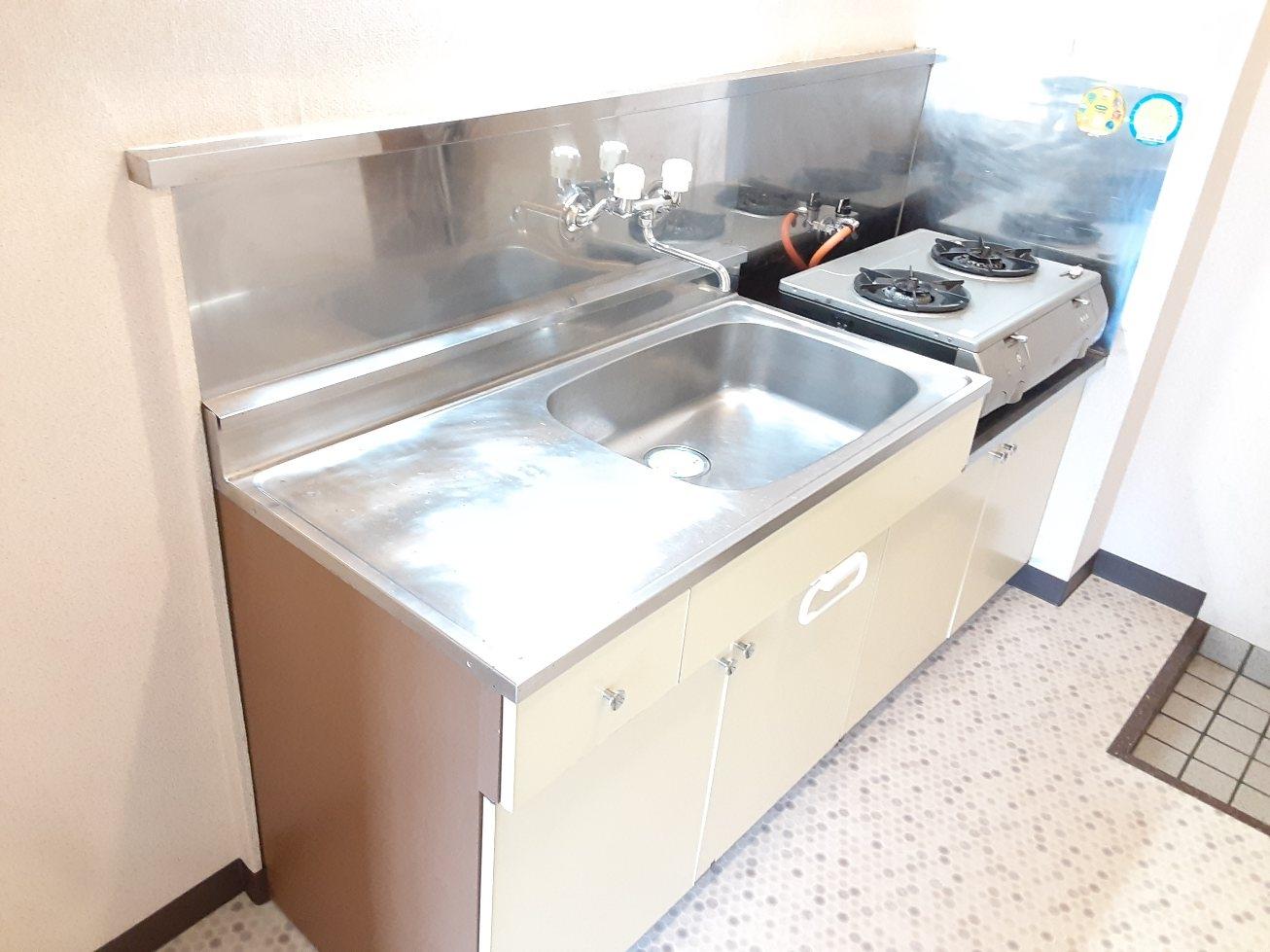 コナビック西塚 Ⅱ 2E号室のキッチン