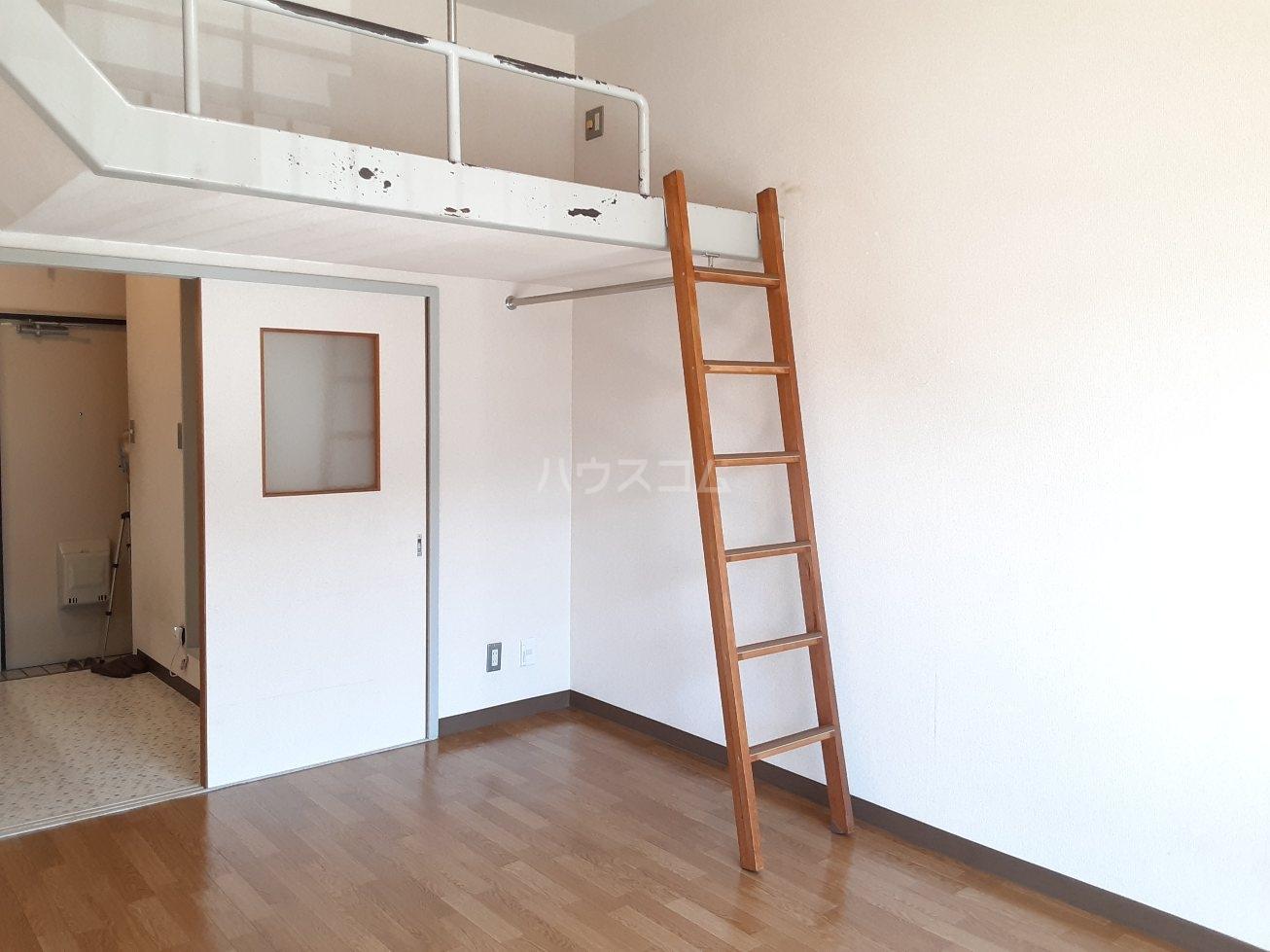 コナビック西塚 Ⅱ 2E号室のリビング