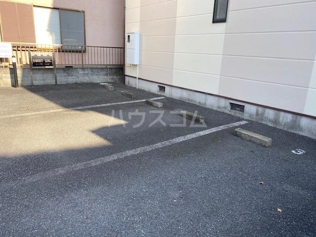 HARBEST QUALLの駐車場