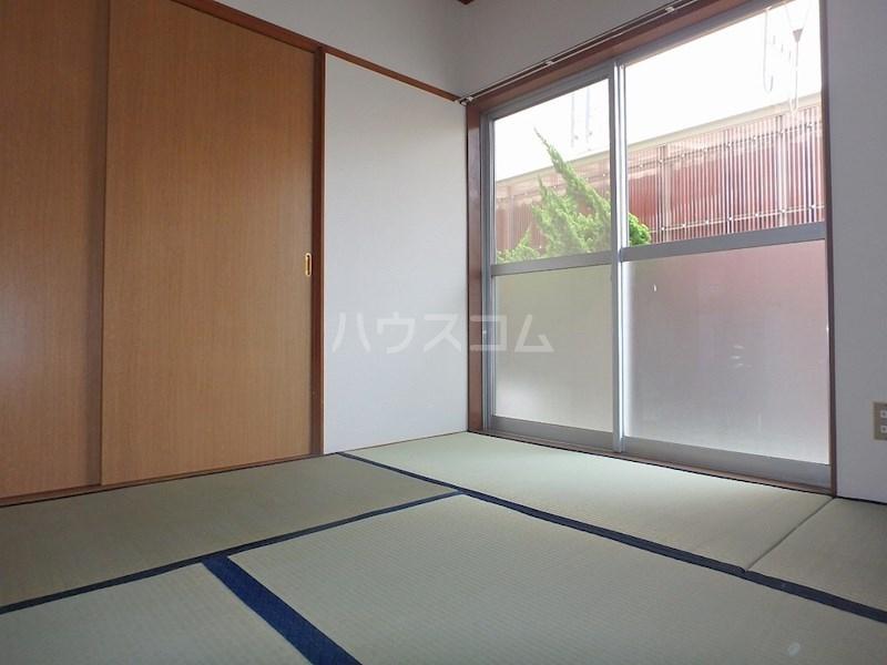 レジデンスシェモア 103号室の玄関